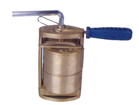 Brass Compress,with 2 round Brass Flasks